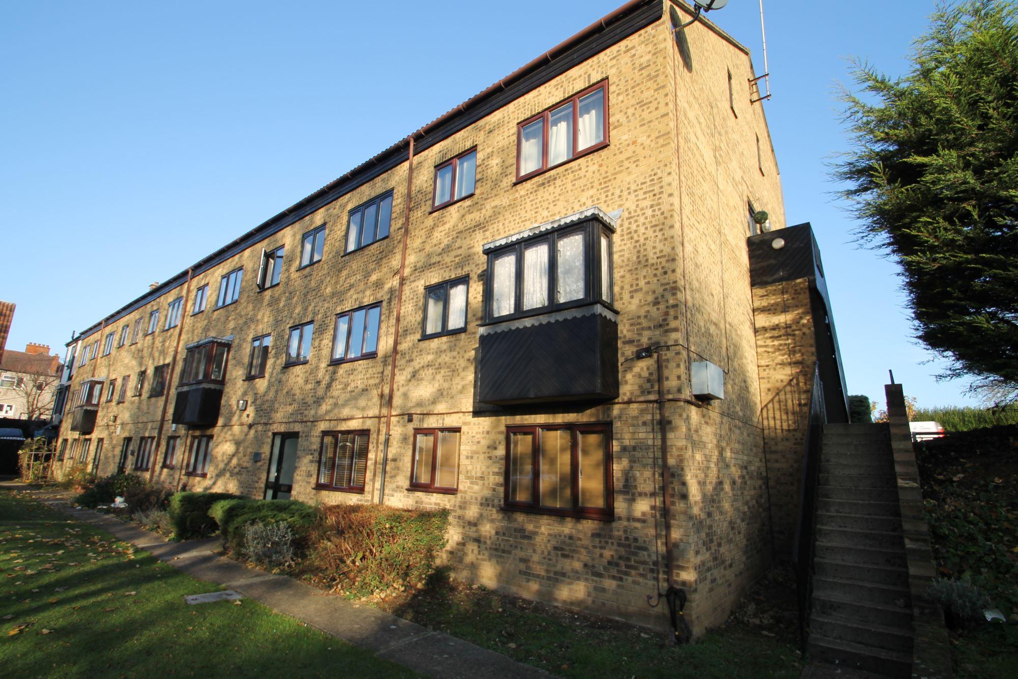 Ilford, Newbury Park IG2, 1 Bedroom Luxury Apartment – £231pw